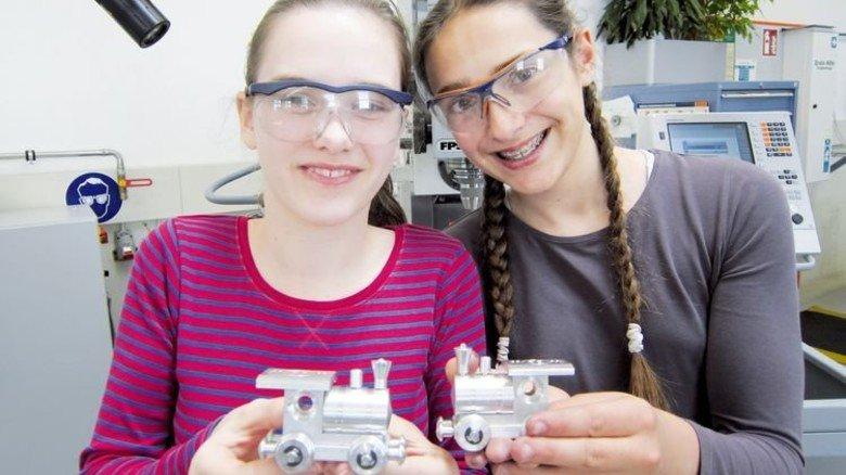 LED-Lok: So was bauten die Camp-Teilnehmerinnen bei Knorr-Bremse. Foto: bbw