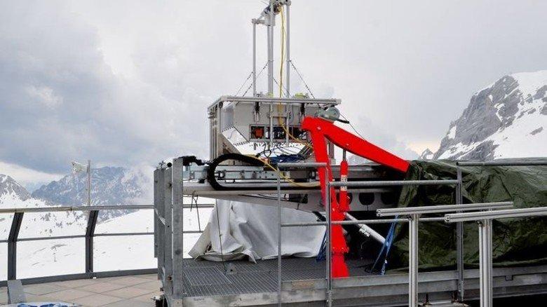 Beschleunigt rasant: Der Forschungsschlitten gleitet auf Schienen. Foto: UFS