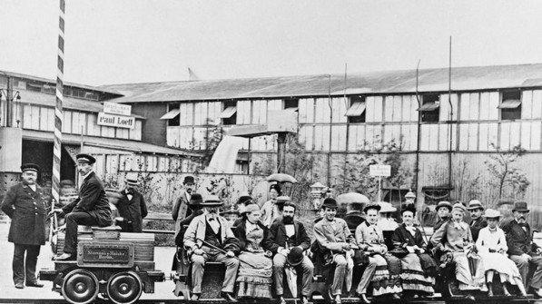 Berliner Gewerbeausstellung 1879: Präsentation der weltweit ersten elektrischen Eisenbahn. Foto: Siemens