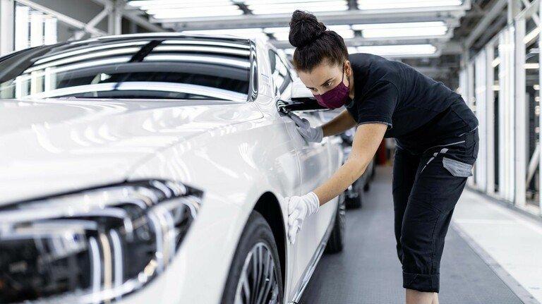 """Die Metall- und Elektro-Industrie Baden-Württembergs ist ein attraktiver Arbeitgeber – hier die """"Factory 56"""", eine hochmoderne Produktion des Autoherstellers Daimler am Standort Sindelfingen."""