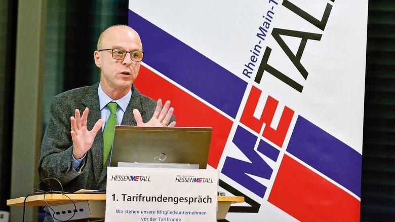 """Professor Michael Grömling: """"Die Stimmung bei den Unternehmen ist im freien Fall"""", so der Ökonom des Institus der deutschen Wirtschaft."""
