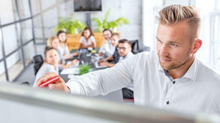 Praktische Infos: Auch zum Thema Betriebsverfassungsrecht gibt es einige Angebote. Foto: AdobeStock