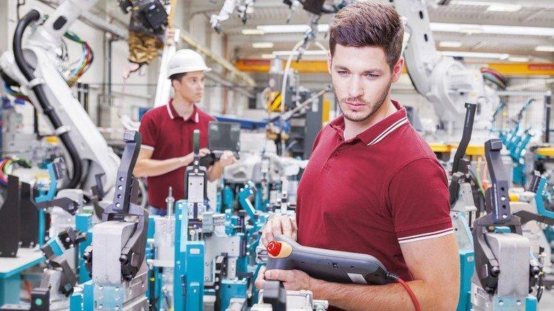 Arbeitsplatz im verarbeitenden Gewerbe: Allein die Metall- und Elektro-Industrie Nordrhein-Westfalens bietet 700.000 Jobs. Und da bieten sich jungen Leuten  interessante Karrierechancen. Foto: Adobe Stock