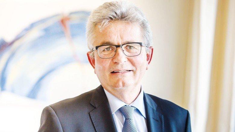 """""""Solidarität in den bayerischen Unternehmen ist stark ausgeprägt"""", sagt Bertram Brossardt, Hauptgeschäftsführer der Vereinigung der Bayerischen Wirtschaft (vbw) und der Bayerischen Metall- und Elektroarbeitgeberverbände bayme vbm."""