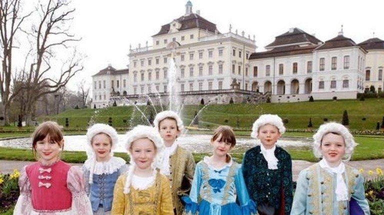 Zeitreise: In Ludwigsburg dürfen Kinder in Barockkleider schlüpfen. Foto: Staatliche Schlösser und Gärten Ba-Wü