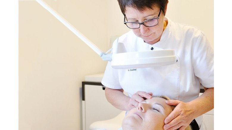 Vor der Behandlung: zunächst wird die Haut begutachtet. Foto: Sigwart