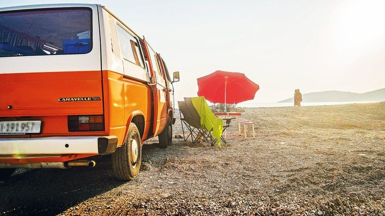 Kantiger Kult: VW T3 am Strand. Der Klassiker aus Wolfsburg gilt unter PS-Puristen als letzter echter Bulli.
