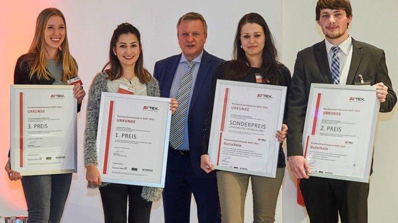 Die Preisgewinner 2016: Leonie Hempelmann, Aylin Savas mit ZiTex-Leiter Detlef Braun, die Sonderpreisträgerin Katja Brüsewitz und Jens Vieth (von links). Foto: ZiTex