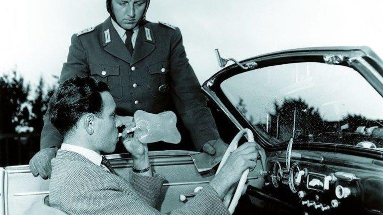 Die Anfänge: 1953 kamen die ersten Röhrchen auf den Markt. Foto: Dräger