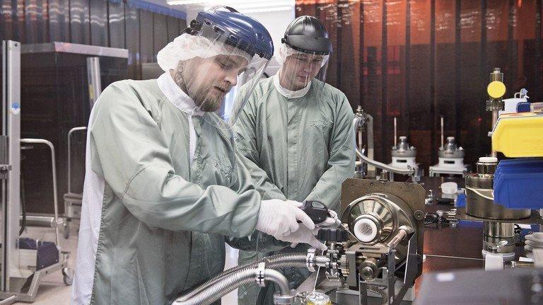 Neuer Alltag in der Industrie: Produktion mit strikten Hygiene- und Abstandsregeln.