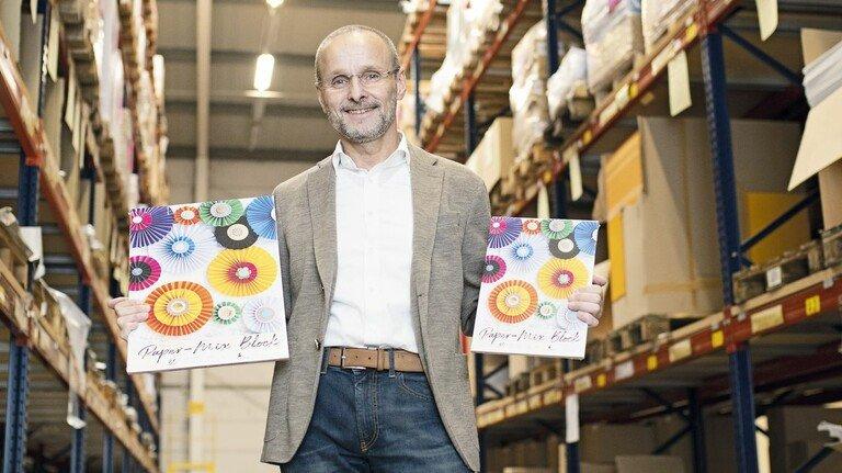 Neue Akzente: Geschäftsführer Frank Grossmann im Hochregallager.