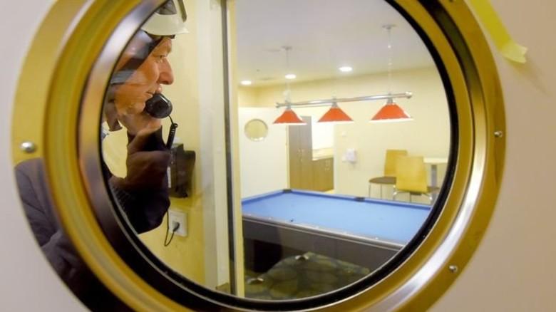 Hier wackelt nix: Nach Feierabend kann das Personal eine Runde Billard spielen. Foto: Augustin