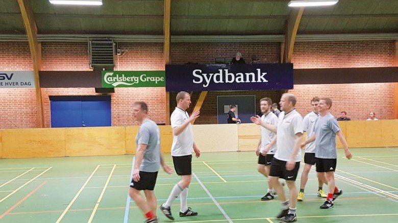 Kickende Kollegen: Die Mitarbeiter von Danfoss trafen sich zum jährlichen Fußball-Turnier. Foto: Werk