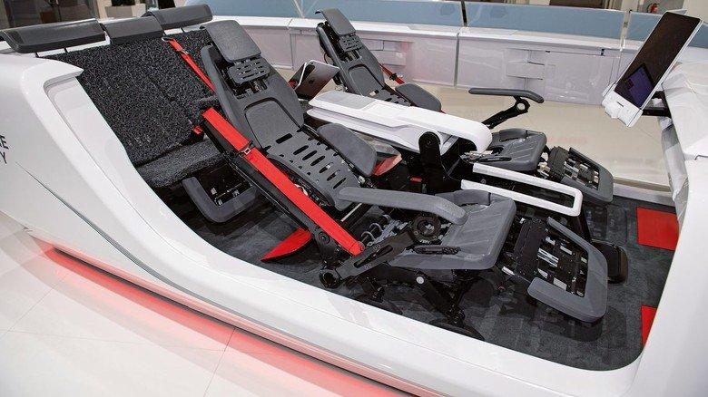 Komfort: Auf Wunsch fahren Sitze in die Liegeposition.