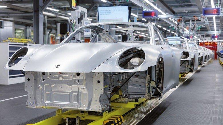 Autohersteller Porsche: Wie hier herrscht während der Coronakrise in vielen Unternehmen Kurzarbeit.