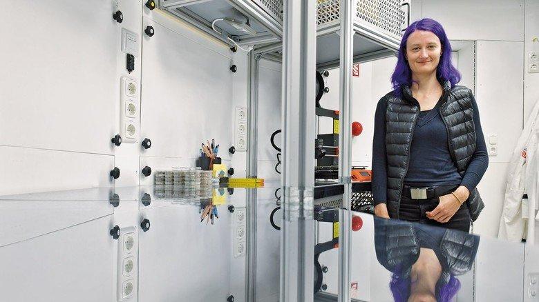 Sie leitet das Projekt: Geophysikerin Christiane Heinicke in dem Demo-Modul.