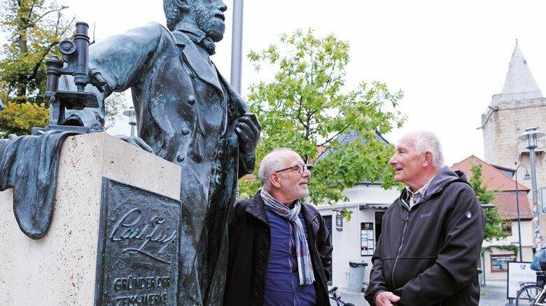 Rentner unter sich: Hein Uhlig (rechts) und Martin Herzog finden, 30 Jahre gut gelebt zu haben.