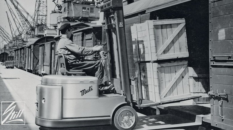 Unentbehrlich: Die elektrisch angetriebenen Gabelstapler aus dem Hause Still fanden schnell Einsatz in vielen Bereichen der Wirtschaft.