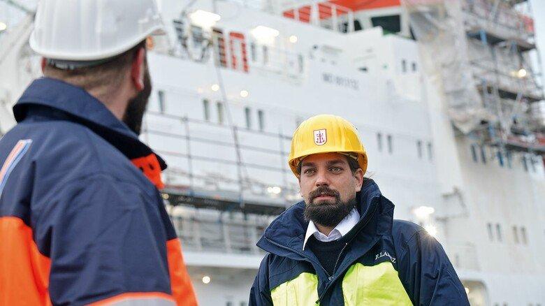 """Viel Verantwortung: Moritz Langhinrichs ist einer von drei Kapitänen, die die """"Polarstern"""" führen."""