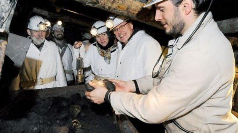Kopf einziehen! Unter Tage dürfen die Besucher nur mit Helm und Grubenleuchte. Foto: LWL-Industriemuseum