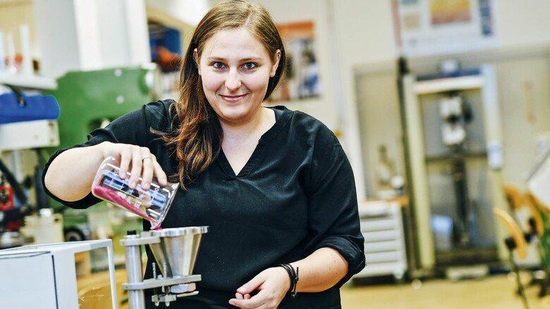 Lieblingsplatz Labor: Deborah Tischner bereitet ein Experiment vor.