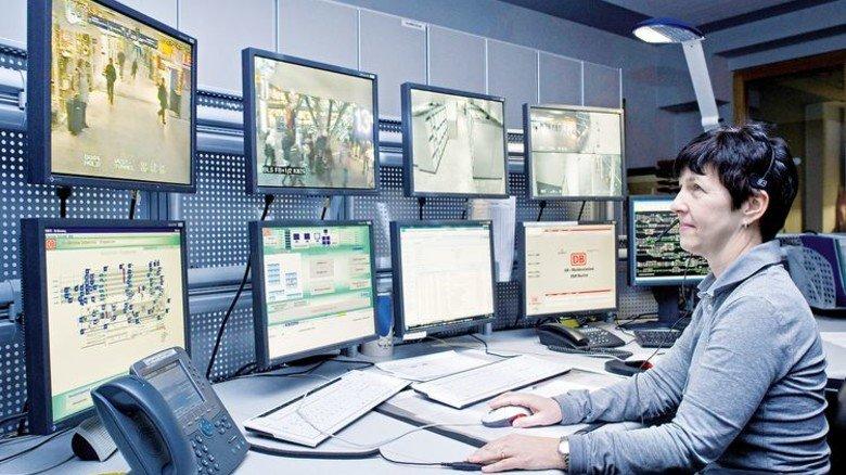 3-S-Zentrale der Bahn: Hier geht's um Service, Sicherheit, Sauberkeit. Telent sorgt für die Technik dieser Leitstellen. Foto: DB