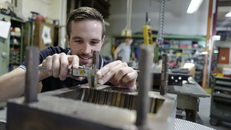 Erst Quereinsteiger, jetzt Techniker: Matthias Ziegler gehört zu den Preisträgern des Kautschukpreises 2019, verliehen vom Arbeitgeberverband der Kautschukindustrie (ADK).
