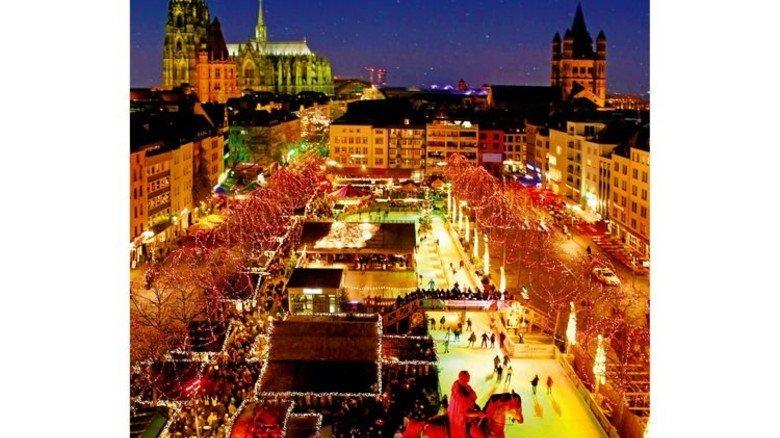 Lichterglanz: Die Eisbahn auf dem Kölner Heumarkt in der Altstadt. Foto: Schmülgen