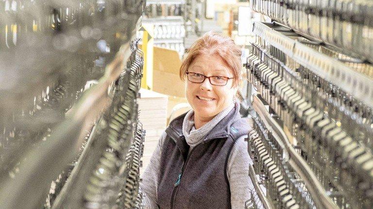 Sie liebt ihren Job: Silke Tennhard zwischen Drahtspannern für Maschendrahtzäune.