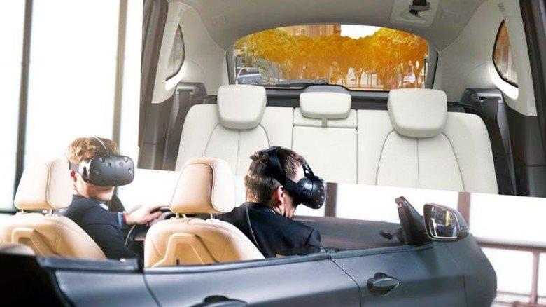 Mit Motorensound: BMW kombiniert einen Interieuraufbau … Foto: Werk