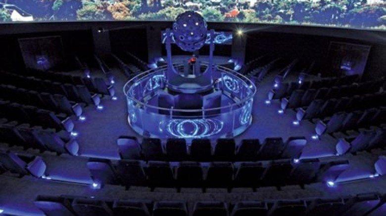Hightech: Das Planetarium in Bochum holt das Universum mit Projektionen auf die Erde. Foto: Leitmann