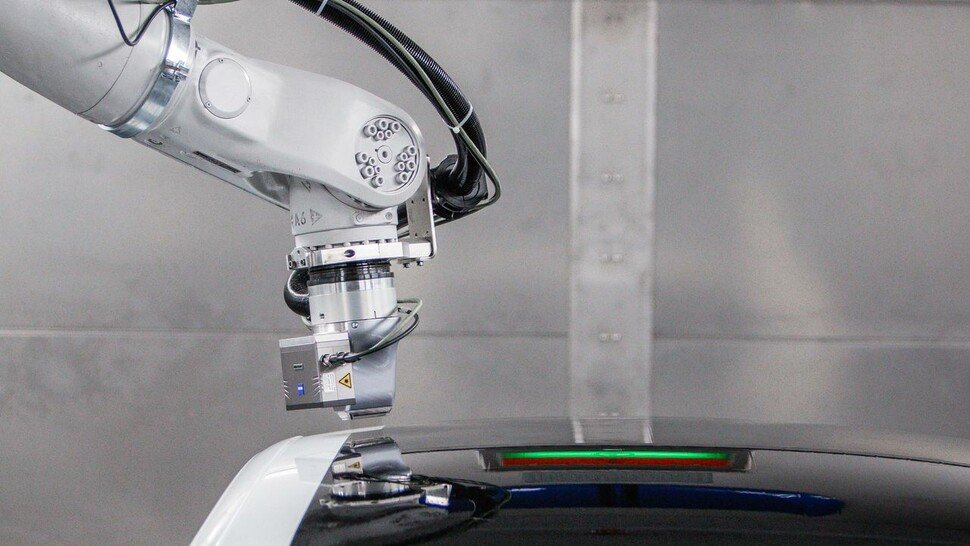 Lackdusche: Der EcoPaintJet spart massig Strom bei der Autoproduktion.