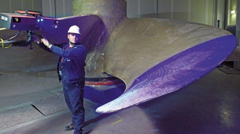 Maßarbeit: Aufmesser Michael Beuster und sein Team vermessen die Propeller mit Lichtraster und Fotogrammetrie. Foto: Augustin