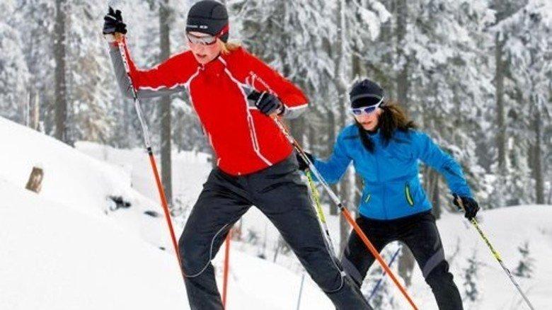 Schritt für Schritt: Der Aufstieg auf Skiern kostet Ausdauer und Kraft. Foto: Bodenmais