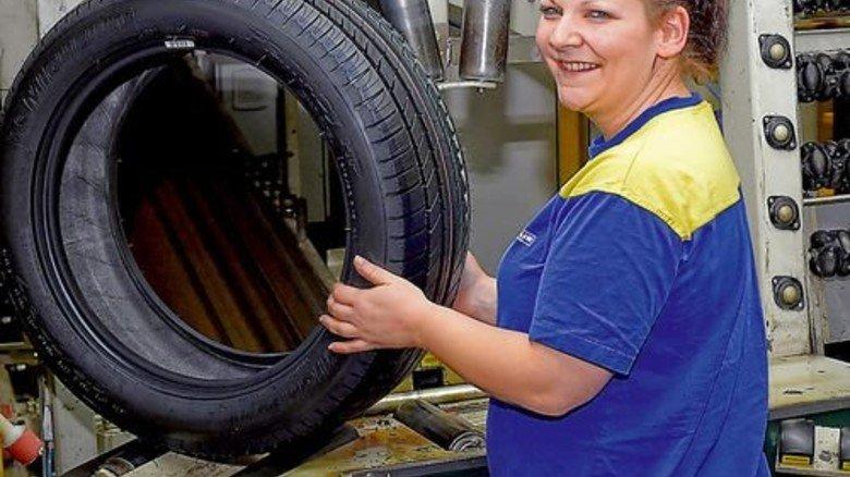 Gutes Geld: Mitarbeiter, etwa von Reifenherstellern, bewerten ihr Einkommen positiv. Foto: Sandro