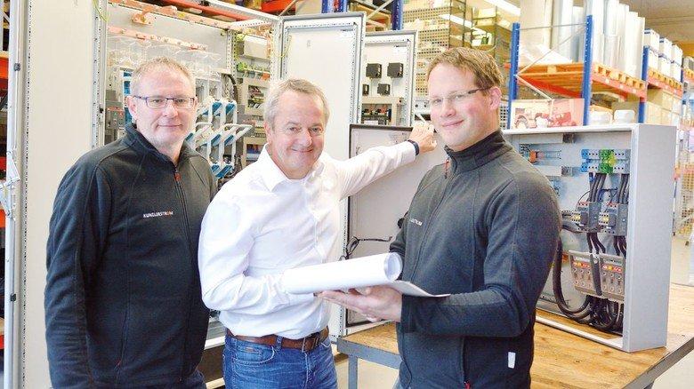Chef zum Anfassen auch in der Produktion: Thomas Moog (Mitte) mit seinen Mitarbeitern Roland Petri und André Frank (rechts).