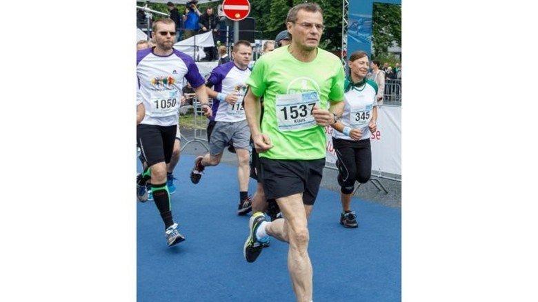Sportlich: Klaus Jelich beim Schwebebahnlauf. Foto: Werk