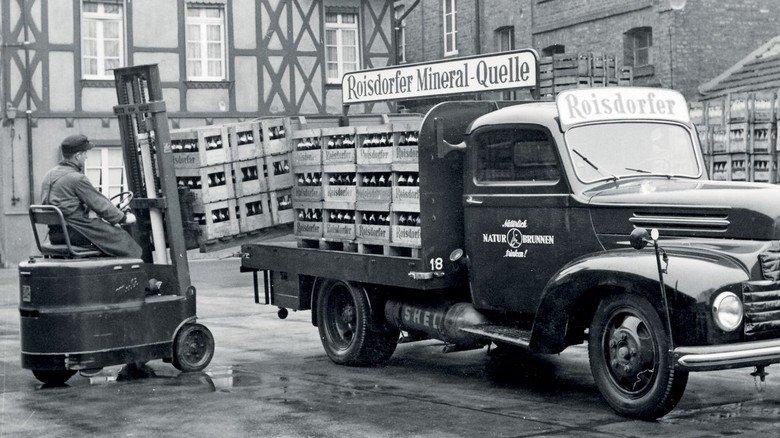 Starker Helfer: Im Jahr 1949 präsentierte Still mit dem EGS 1000 seinen ersten Elektrogabelstapler, mit dem eine neue Ära begann.