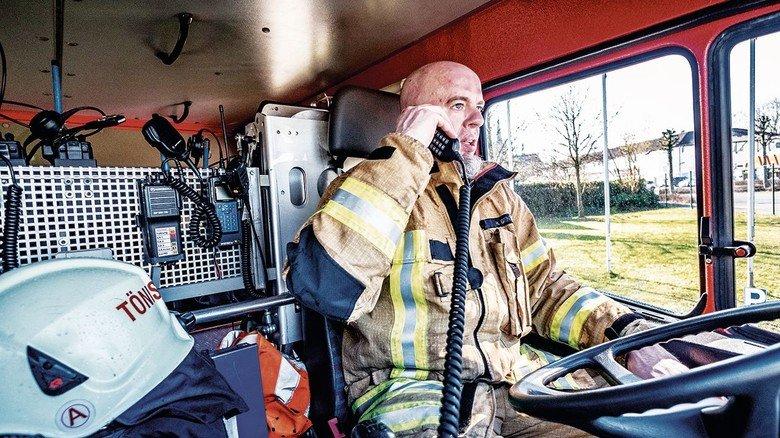 Einsatz! Heinz Gentges kommt aus einer Feuerwehr-Familie: Vater, Onkel, Bruder, Cousin — alle sind dabei.