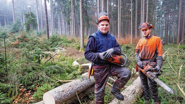 Stammhalter: Die Söhne Johann (links) und Gabriel Killer arbeiten mit. Foto: Bodmer