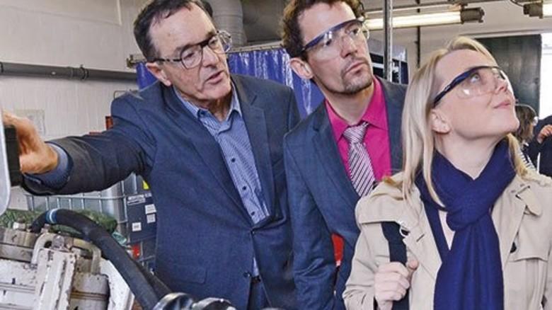 Realitätscheck: Firmenchef Bodo Schulze (links) mit Echa-Experten Jochen vom Brocke und Tiiu Bräutigam. Foto: Sturm