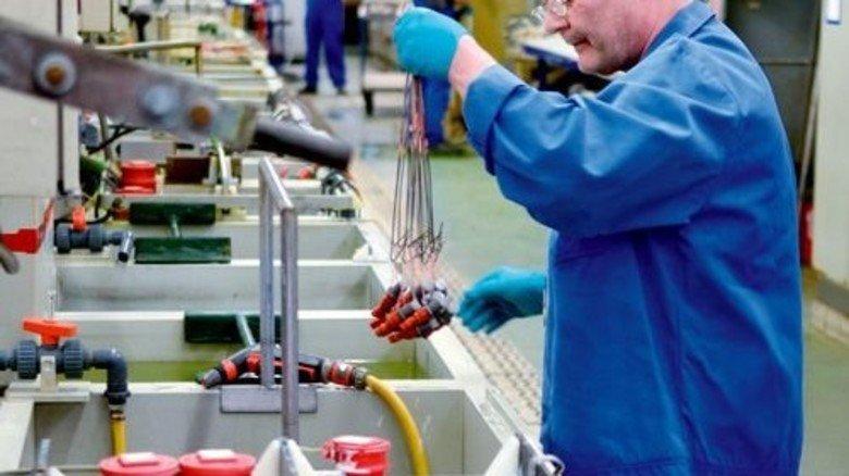 In der Galvanik: Hier will das Unternehmen punkten mit besseren Verfahren zu Oberflächenbehandlungen. Foto: Scheffler