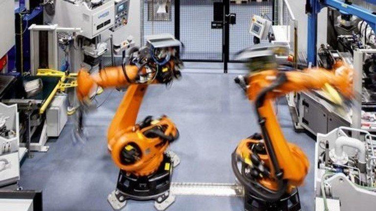 Vielseitig: Dreimal am Tag werden die Roboter umgerüstet. Foto: Stoppel