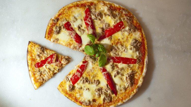 Ein gutes Sechstel fehlt: Nanu – was hat denn eine Pizza mit der Betriebrente zu tun? Unser Bild zeigt symbolisch, welcher Teil des Geldes bisher an die Krankenkasse geht.