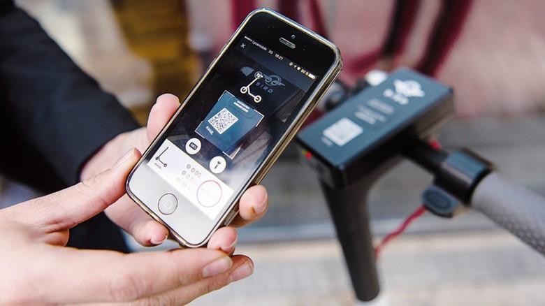 e scooter tretroller mit elektroantrieb k nnten bald den verkehr in st dten entlasten. Black Bedroom Furniture Sets. Home Design Ideas