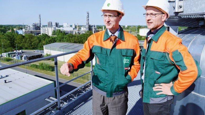 Mehr Investitionen, neue Jobs: Ziele von Geschäftsführer Arvid Friebe (links) und Ingenieur Silvio Rockstroh. Foto: Sturm
