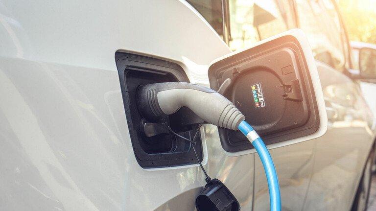 Geladen: Spezielle Lacksysteme lenken den Stromfluss im E-Mobil.