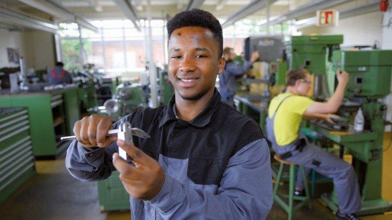Hoch motiviert: Benjamin Ofosu macht eine Ausbildung zum Industriemechaniker. Foto: Augustin