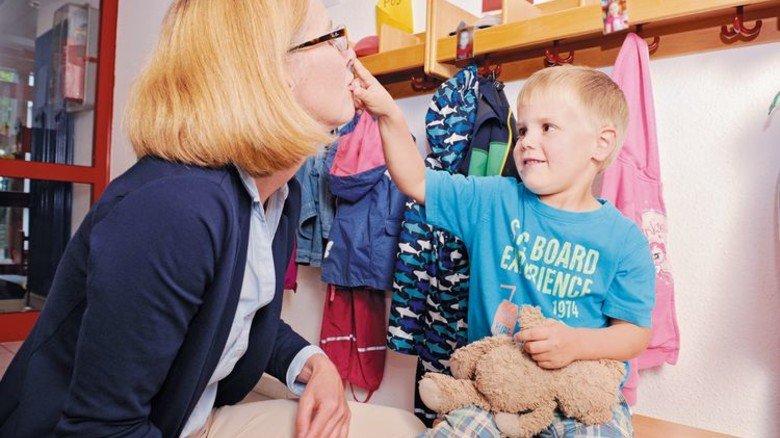 Die Controllerin Helga Klose holt ihren Moritz vom Kindergarten ab. Foto: Wirtz