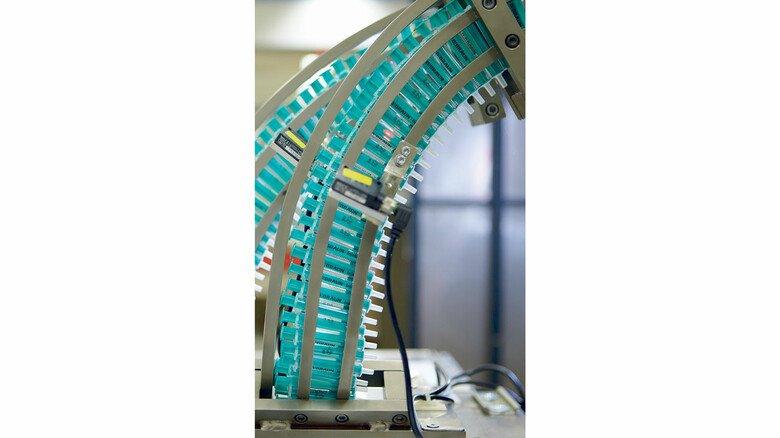 Spritzenfertigung bei Almo, einer Tochter des Medizintechnikunternehmens B. Braun. EU-weit wird eine Milliarde Spritzen benötigt.